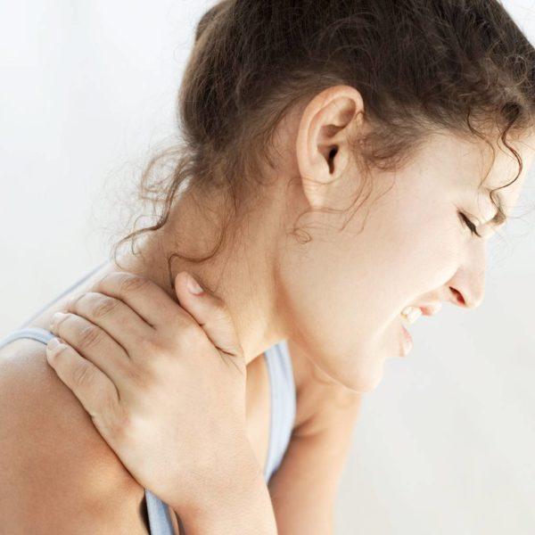 Девушка повредила папиллому на шее