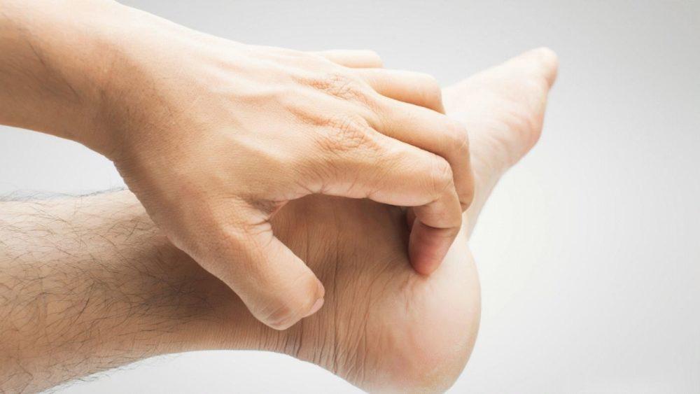Голова чешется - причины и лечение: перхоть, грибок и сухость кожи