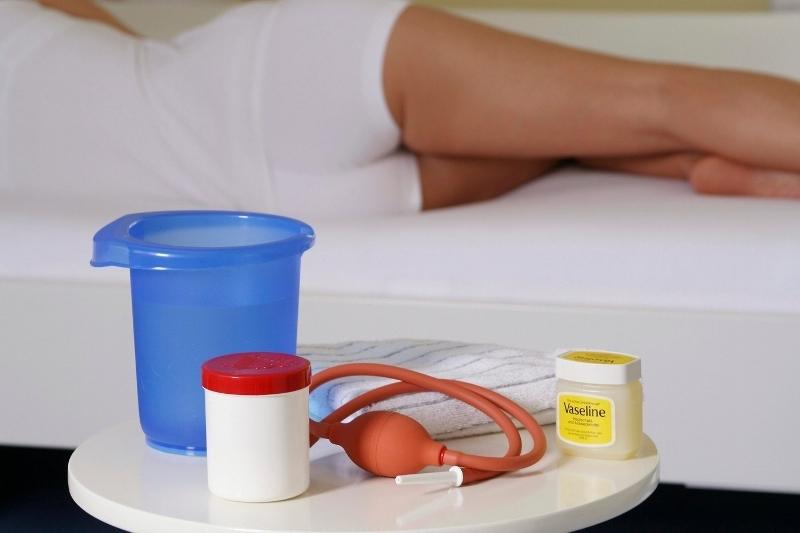 Спринцевание содой - как правильно делать в домашних условиях, противопоказания и возможные осложнения