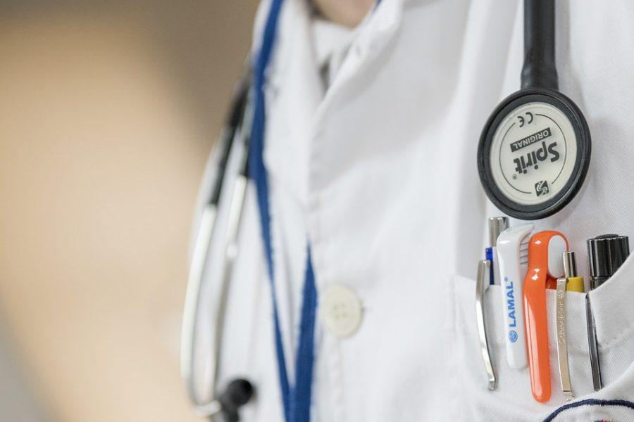 Какой врач лечит кандидозы? Как он называется?